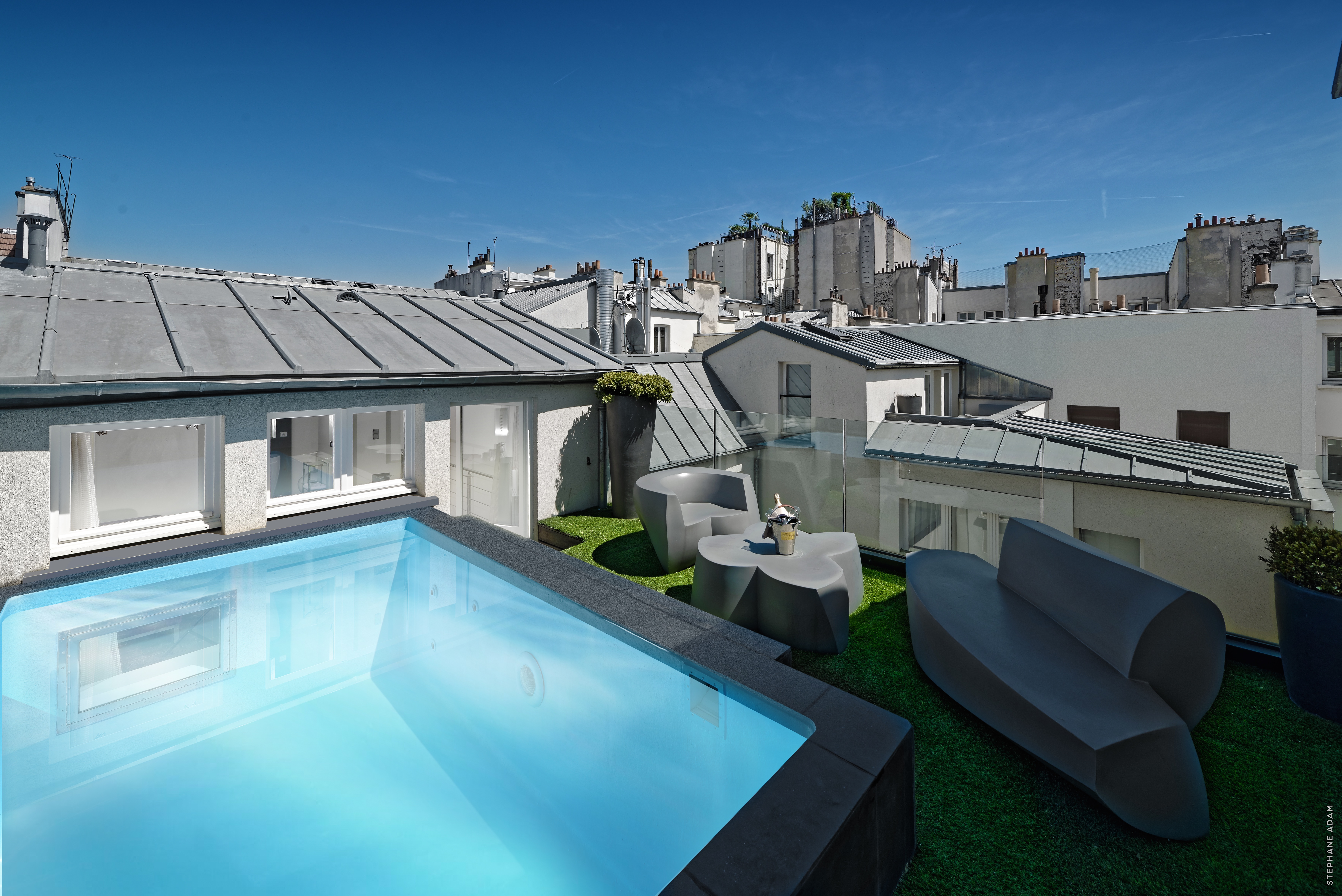 38/CHAMBRES  SUITES/Suite Piscine/1K PARIS POOL SUITE PISCINE 332 Room_Day_01.jpg